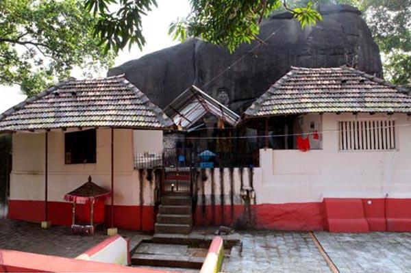 Kallil Bhagavathi Temple_Cochin_Kerala.jpg (600×399)